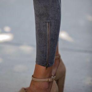 Vici Pants - Grey suede leggings